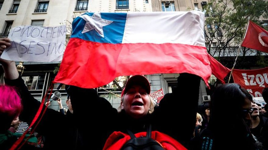 Incidentes en una protesta ante el consulado chileno en Argentina dejan nueve detenidos