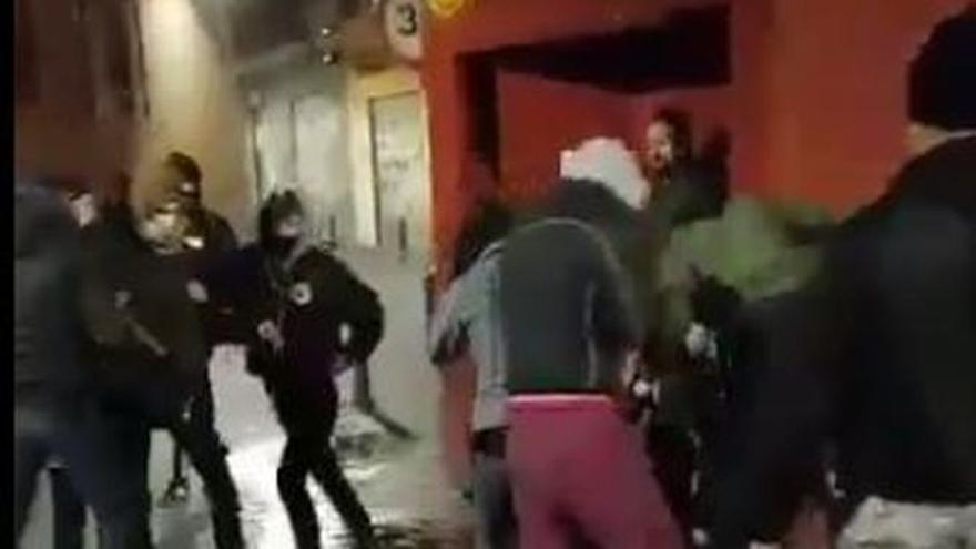 Brutal paliza a una chica en un local en Murcia