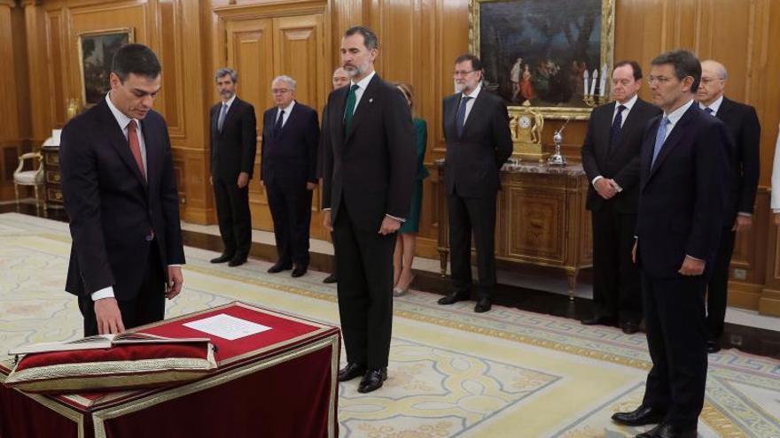 Europa Laica destaca que Sánchez prometiera el cargo sin símbolos religiosos