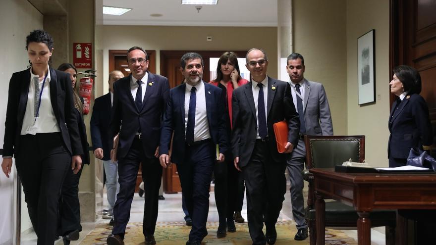 Josep Rull, Jordi Sànchez y  Jordi Turull saliendo del Congreso de los Diputados.