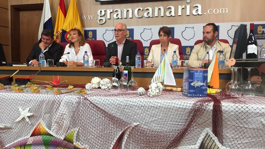 La consejera de Turismo del Cabildo de Gran Canaria, Inés Jiménez, el consejero de Soberanía Alimentaria, Miguel Hidalgo y la alcaldesa de Mogán, Onalia Bueno.