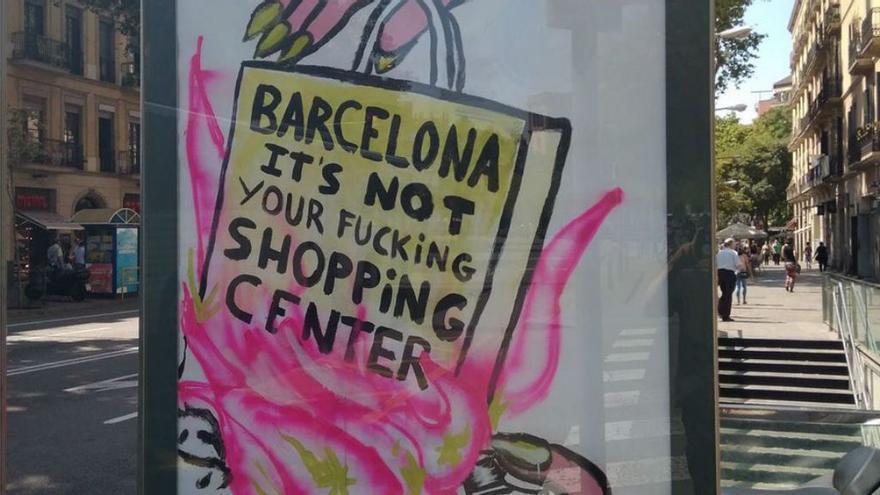 Uno de los carteles aparecidos en las marquesinas de publicidad