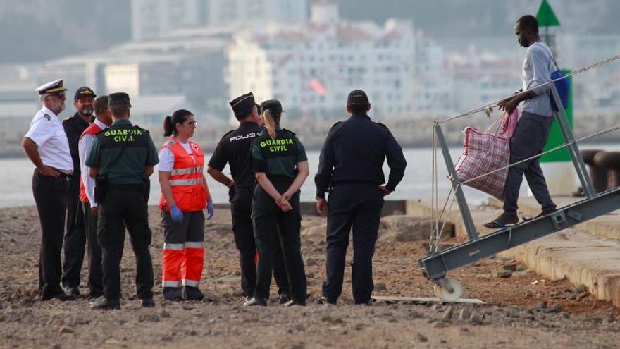 Los 15 rescatados por el Open Arms llegados en el buque Audaz manifiestan su voluntad de pedir asilo