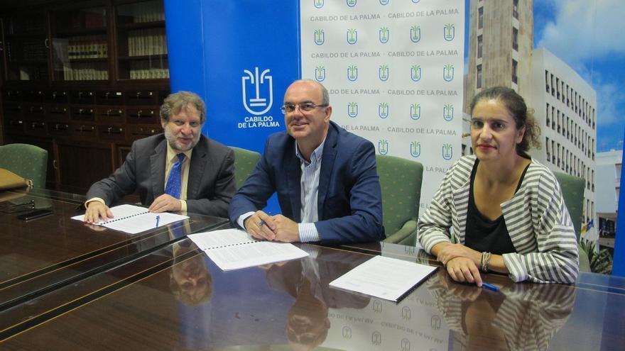 Acto de firma del acuerdo celebrado este jueves.