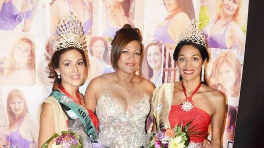 Natalia Zamora y Nilda Núñez con la directora del concurso, Thais Arias (centro). Foto: Vanessa G&P