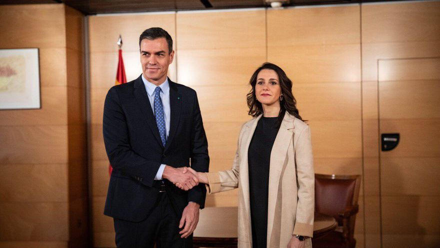 Inés Arrimadas y Pedro Sánchez en una reunión mantenida antes de la pandemia