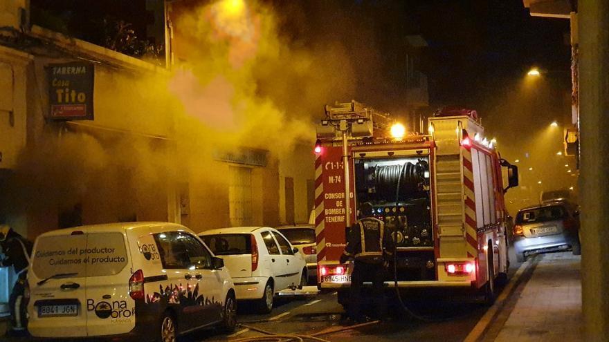 Incendio declarado en la calle Mencey Imobach, en Santa Cruz de Tenerife