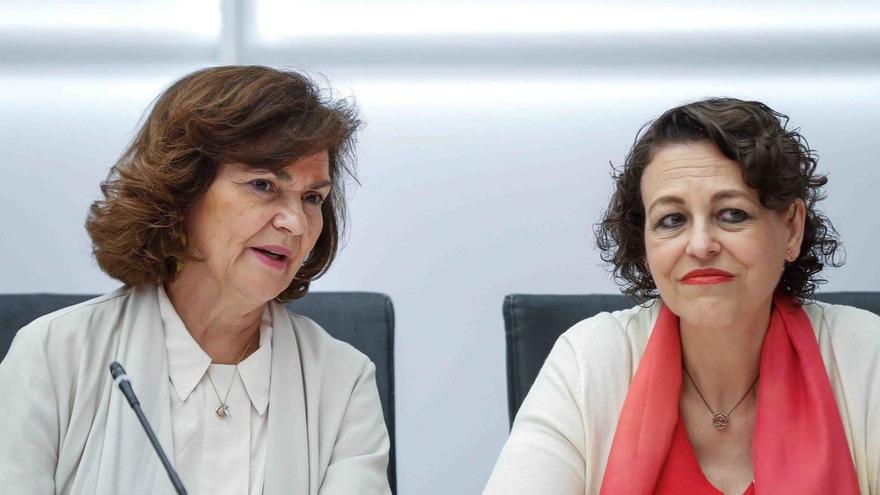 La vicepresidenta de Igualdad en funciones, Carmen Calvo, y la ministra de Trabajo en funciones, Magdalena Valerio.