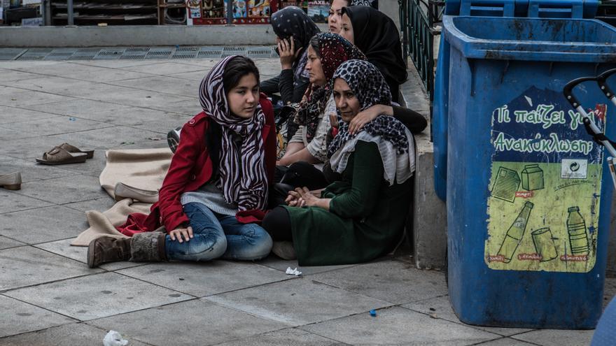 Refugiados en la plaza de La Victoria, en Atenas (Ankor Ramos)