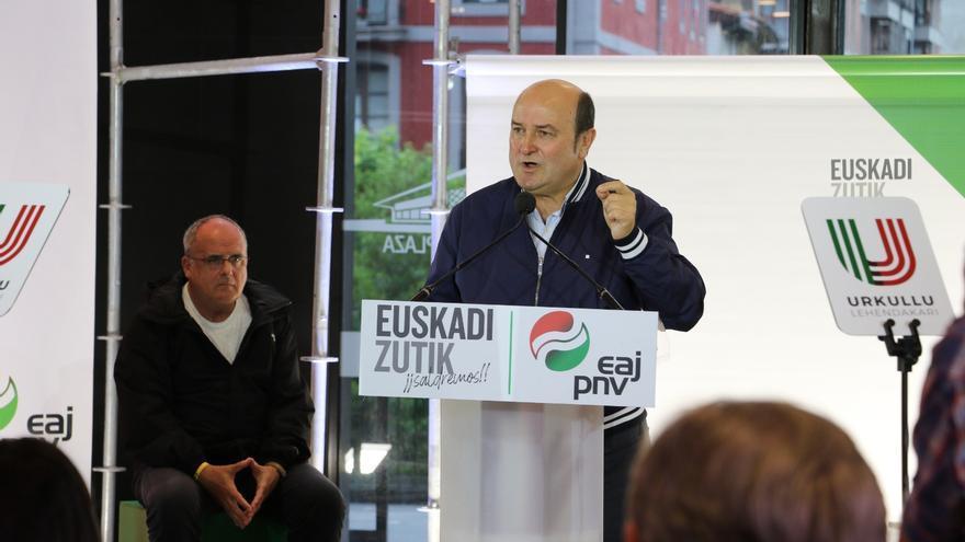 Andoni Ortuzar en un acto de campaña en Azpeitia
