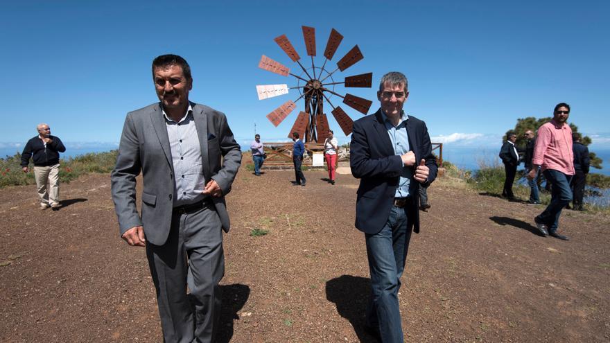 El alcalde de Garafía, Martín Taño, y Fernando Clavijo en Las Tricias.