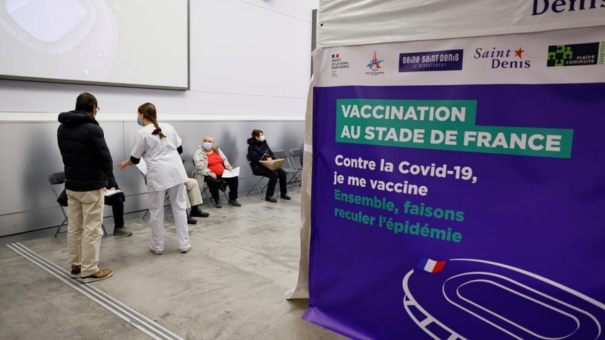 Récord de vacunación diaria en Francia tras los anuncios de Macron