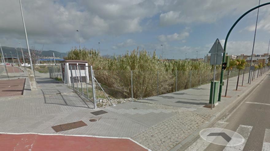 Solar en el que se localizará el nuevo supermercado, en la avenida de Manolete | CORDÓPOLIS