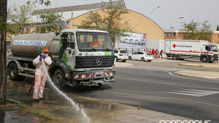 Un equipo de Sadeco desinfectando las calles | MADERO CUBERO