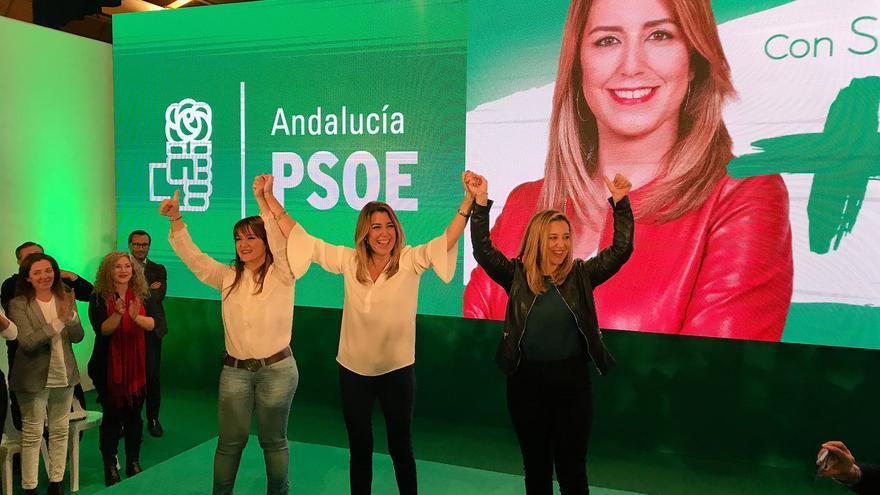 Susana Díaz en Alcalá de Guadaíra, junto a la alcaldesa, Ana Isabel Jiménez, y Verónica Pérez, líder del PSOE de Sevilla.