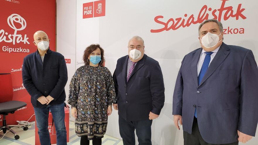 Elorza junto a los senadores Tontxu Rodríguez, Julia Liberal y Txema Oleaga.