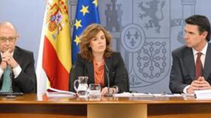 Soria y Montoro se enzarzan por la reforma eléctrica