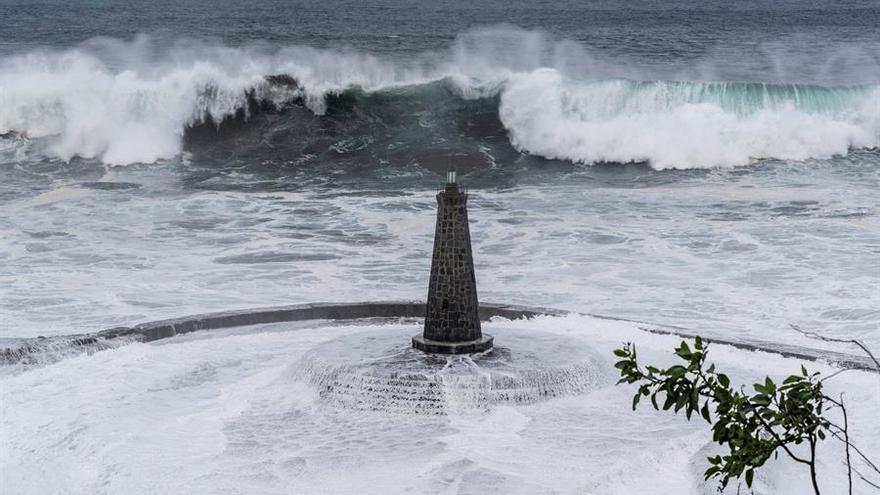 Las impactantes imágenes del oleaje en Tenerife