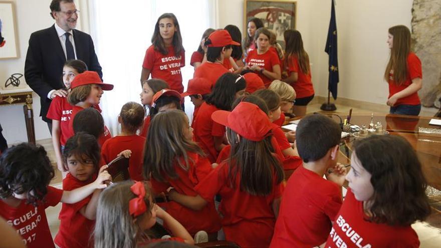 Rajoy abre las puertas de Moncloa a los hijos de los empleados del complejo