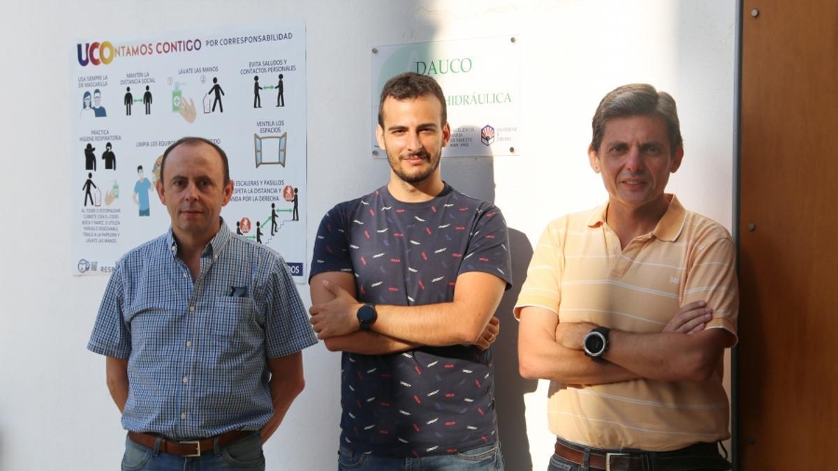 De izquierda a derecha, los investigadores Emilio Camacho, Rafael González y Juan Antonio Rodríguez