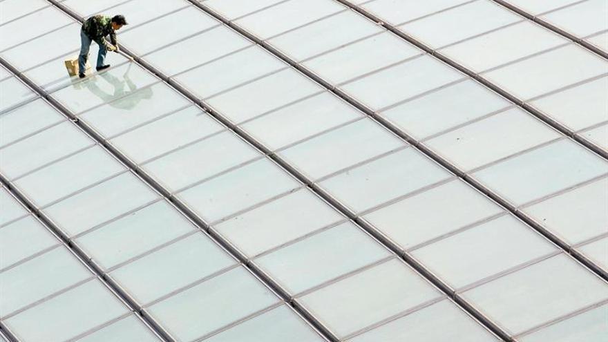 Un hombre de 50 años muere al precipitarse de un tejado en el que trabajaba