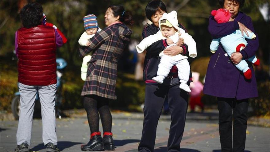 """El Legislativo chino aprueba el fin de la política del """"hijo único"""""""