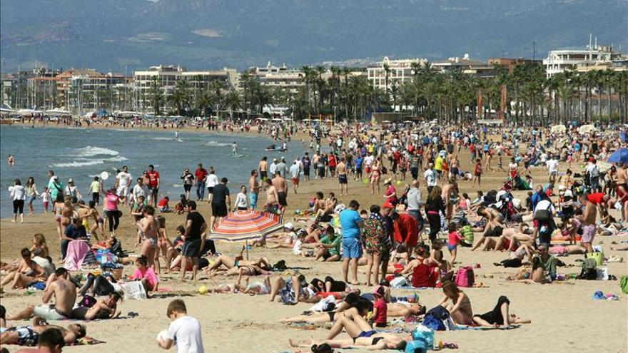 España recibe a 16 millones de turistas hasta abril, un 4,4 por ciento más