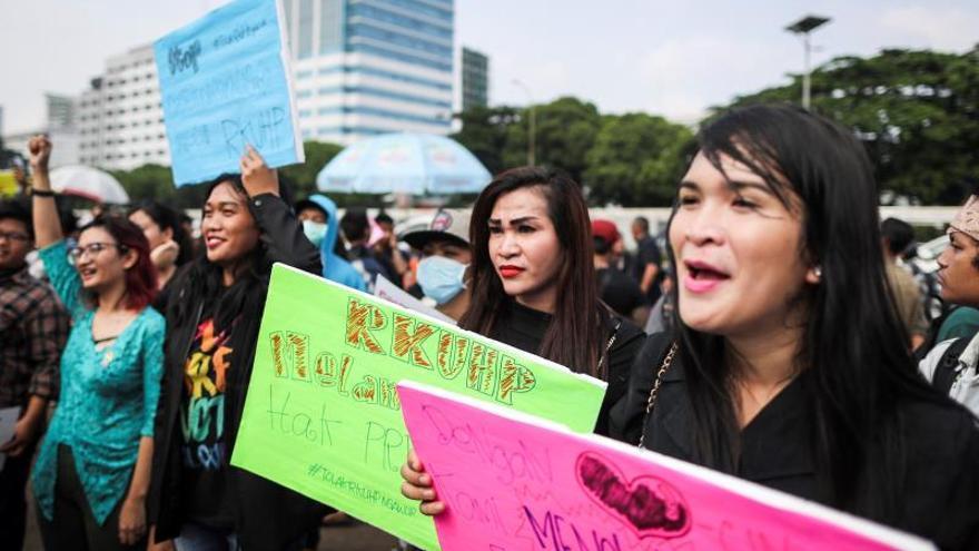 La homofobia socava la lucha contra el VIH en Indonesia, denuncia HRW
