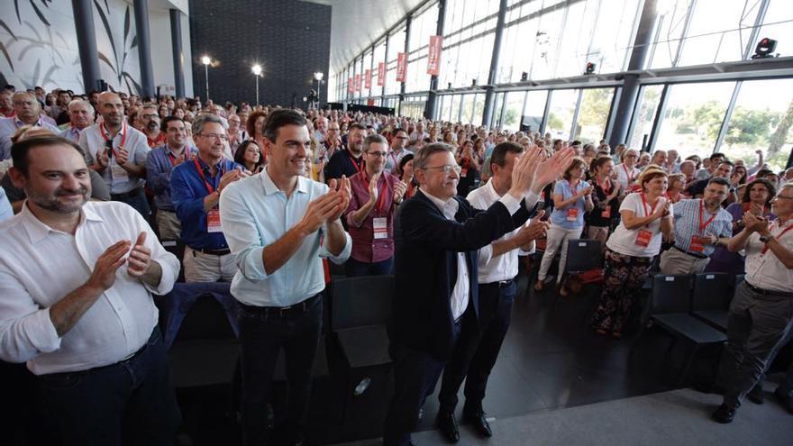 Ximo Puig junto a Pedro Sánchez y José Luis Ábalos en la apertura del XIII Congreso del PSPV en Elche