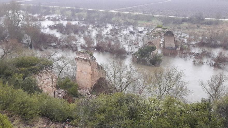 El puente romano ubicado sobre el río Ebro entre Álava y Logroño colapsa por culpa de las condiciones climatológicas
