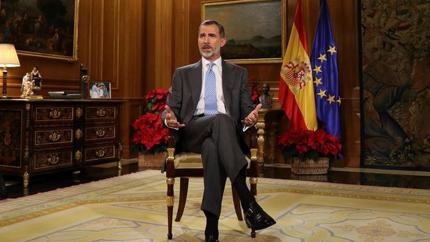 El Rey habla a los españoles desde el Salón de Audiencias donde recibe a los invitados