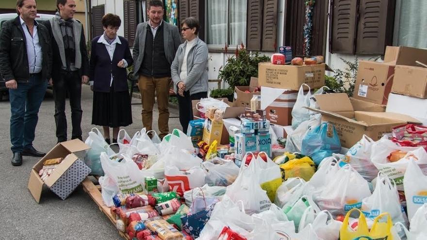 El Hogar del Transeúnte recibe los 2.400 kilos de comida de la Carrera Solidaria de Navidad