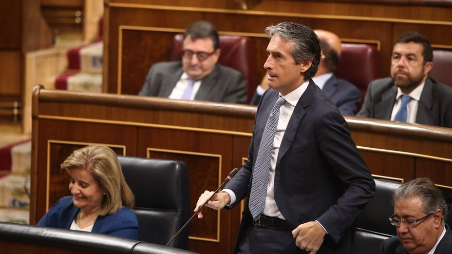 De la Serna acusa a Podemos de rechazar el AVE en Navarra pero exigirlo en Murcia porque ahí gobierna el PP