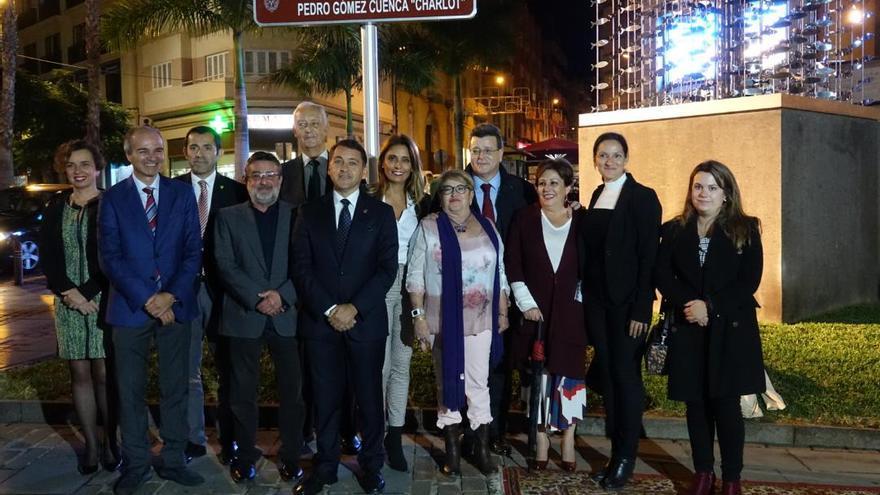 Pedro Gómez Cuenca 'Charlot' da nombre a una plazoleta en el corazón de su Santa Cruz