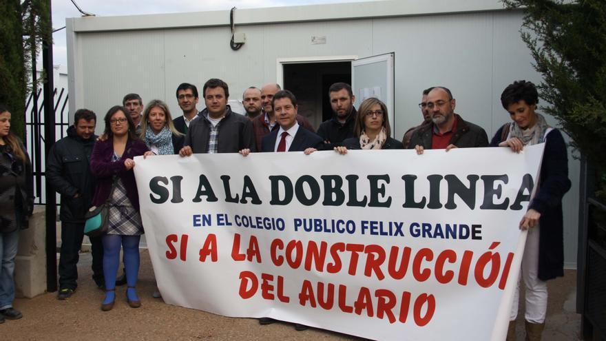 Emiliano García-Page con el AMPA del colegio Félix Grande de Tomelloso (Ciudad Real)