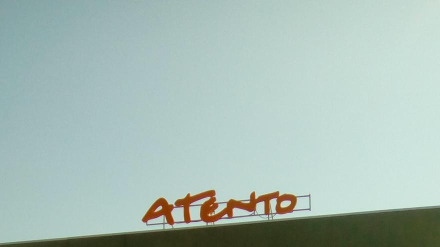 Pancarta a las puertas de Atento Toledo
