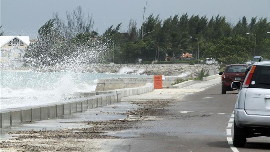 EE.UU. encuentra restos que parecen ser del carguero desaparecido en Bahamas