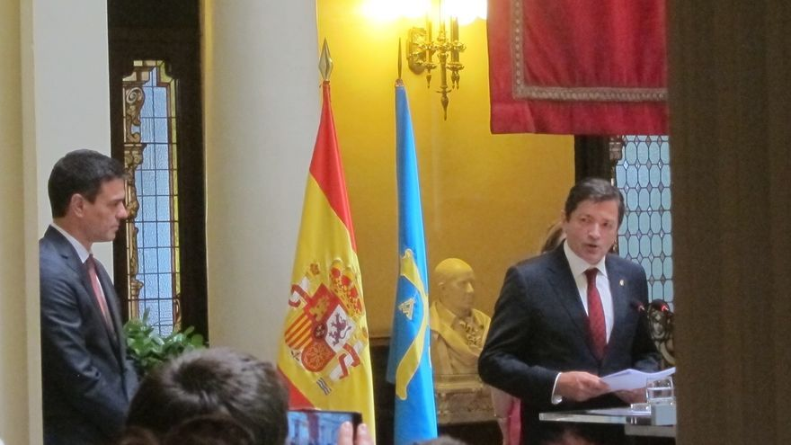 Pedro Sánchez comparte la propuesta reformista de Javier Fernández para reforzar lazos entre territorios de España