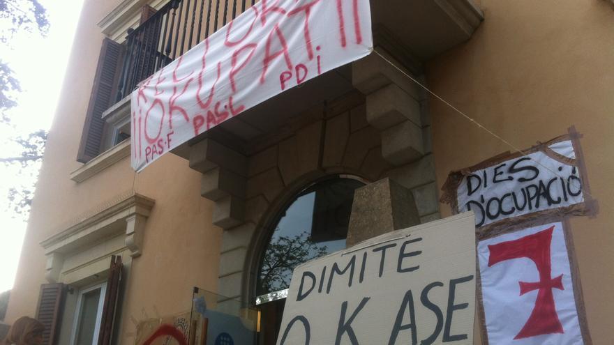 El rectorat de la UPC ja fa set dies que està ocupat per protestar contra els acomiadaments (cc: João França)