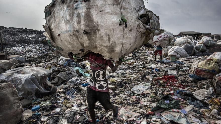 'Wasteland' | Kadir van Lohuizen
