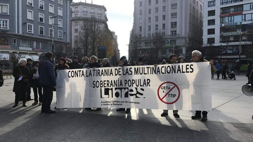 Cantabria por lo Público se manifiesta para pedir al Parlamento Europeo que no ratifique el CETA