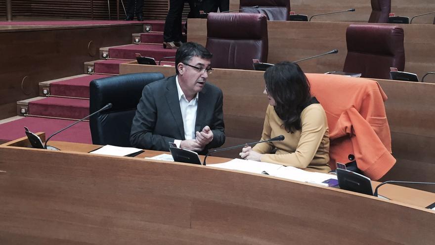 Enric Morera y Mónica Oltra, en las Corts Valencianes.