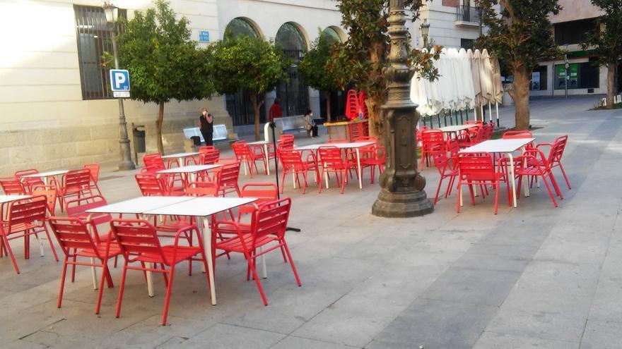 Archivo - Terraza de un bar en el centro de Jaén. Imagen de archivo.