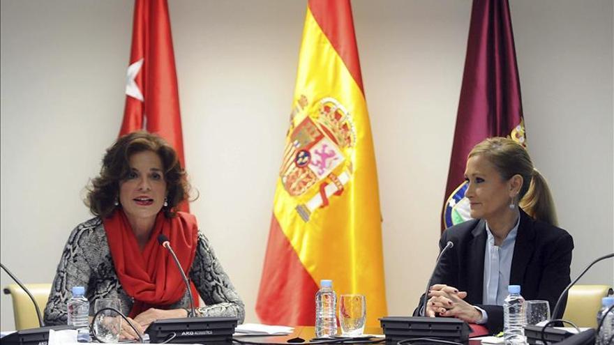 La exalcaldesa de Madrid, Ana Botella, y la presidenta de la Comunidad de Madrid, Cristina Cifuentes
