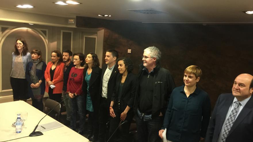 Presentación del manifiesto de partidos y sindicatos sobre el desarme de ETA en Bilbao