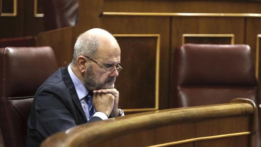 """Chaves cree que habrá """"razones muy poderosas"""" tras la decisión del PSOE sobre el PSM"""