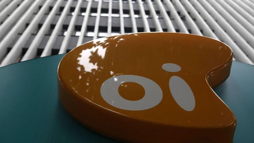 Las agencias de calificación y los accionistas castigan a la mayor telefónica brasileña