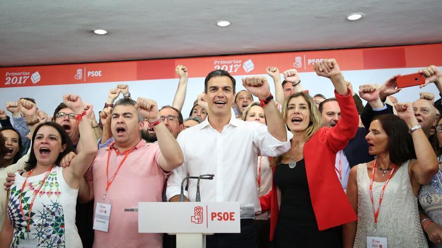 Pedro Sánchez, tras su victoria en las primarias del PSOE, candanto La Internacional.