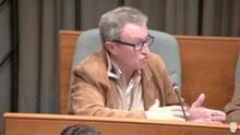 Salvador Benlloch, portavoz de Vox en Torrent, durante el debate en el pleno