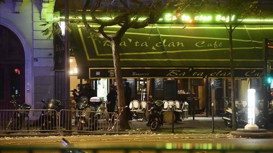 """La esposa del español fallecido en París: """"Juan Alberto me intentó proteger"""""""
